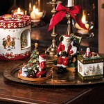 Подсвечник для чайной свечи Санта у елки 14 см Christmas Toys  Villeroy & Boch